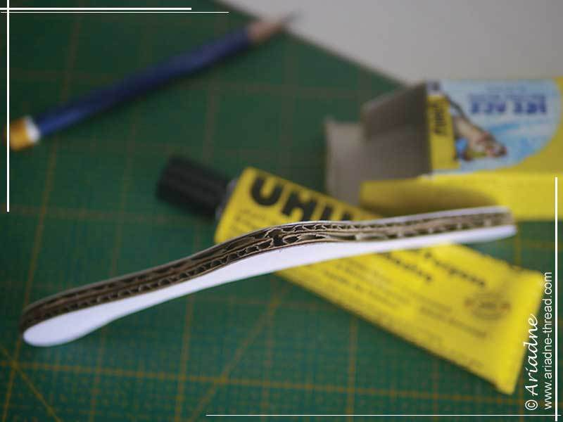 DIY-Doll-clothes-hangers-04