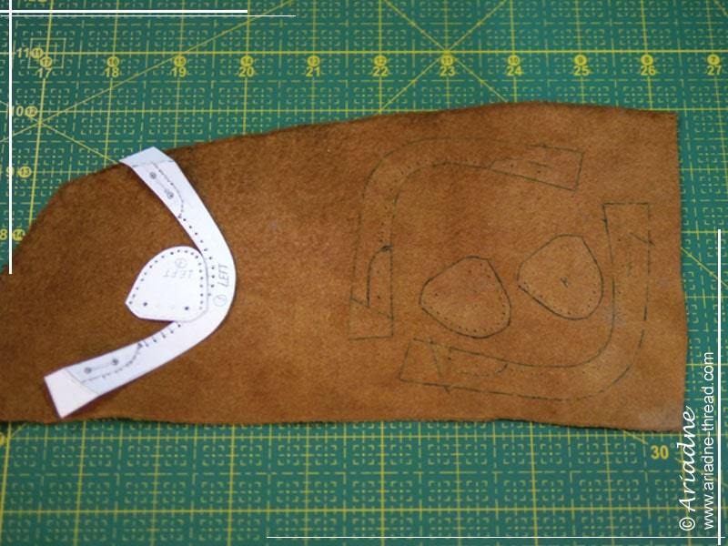 How to make doll shoes: trace the shoe pattern