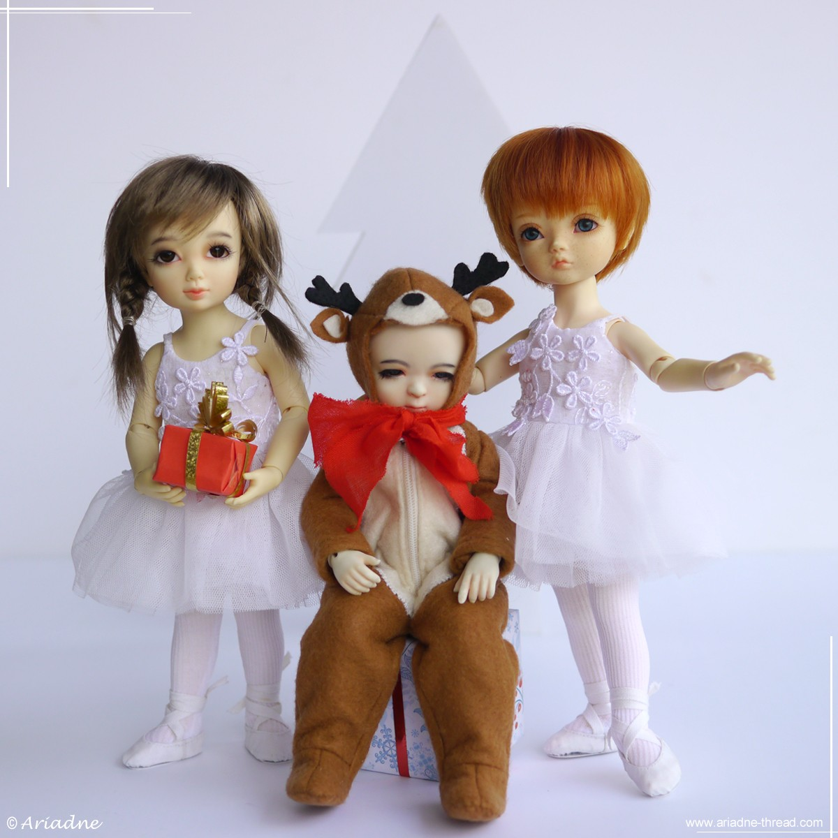 Dollsbe Paprika, Iplehouse BID Nami in snowflakes costumes and Harucasting Nanni in reindeer costume wish you a Marry Christmas!